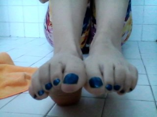 Long Toes Wiggling BLUE NAIL