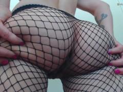 Ass Shaking in Fishnets - Bubble Butt Cutie Twerking / Booty Shaking