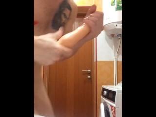 Парень имеет сам себя и мастурбирует 13