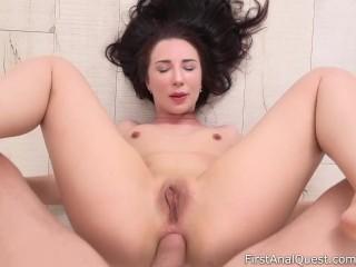 Teen Kristina Soul's bubble butt is gaping – FirstAnalQuest.com
