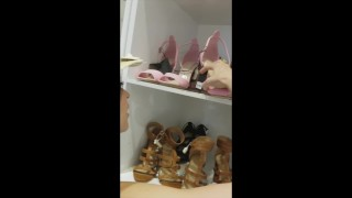 Hot young girls hook up in fitting room