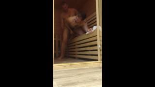 Filmy domowe - Ojczym Pieprzy Się W Saunie Starszy On