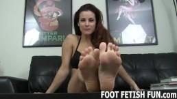 Lambendo os pés e Dominação feminina com humilhação