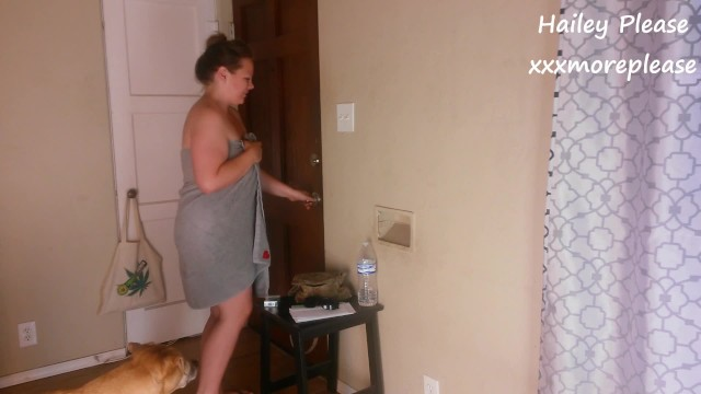 Pizza towel drop naked delivery - Hailey please drops her towel for the chinese food delivery guy