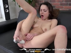 Pussy Pissing - Sexy Viktoria Traveller gapes and toys her pee soaked pussy