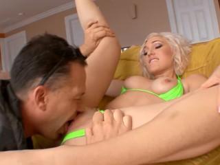 Randi Tennessee Fetish Fucking, Bubble Butt Big Tit Blonde Teen Fucks Big Dick after Car Wash