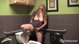 Yanks BBW Jade's Public Bathroom Orgasm