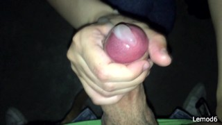 她在公共隐藏的房间里交替我的阴茎直到流动暨很多!
