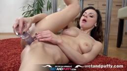 Pussy Closeup - Brunette Victoria Traveller masturbates and enjoys dildo