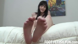 Foot Fetish and Foot Worshiping Tube Videos Sucking maid