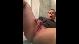 Teen Plays with Pussy
