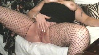 MILF Raquel Steele Squirting Live on Webcam