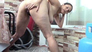 Deria pissing in Doggy3