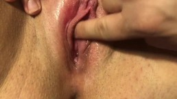Playing with her clit til she squirts