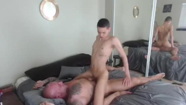 Muscle bear fucks twink