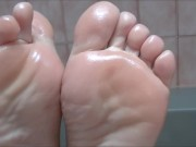 I show off my sexy oiled soles and use them to make a cock cum with footjob