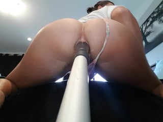 Broomstick booty short
