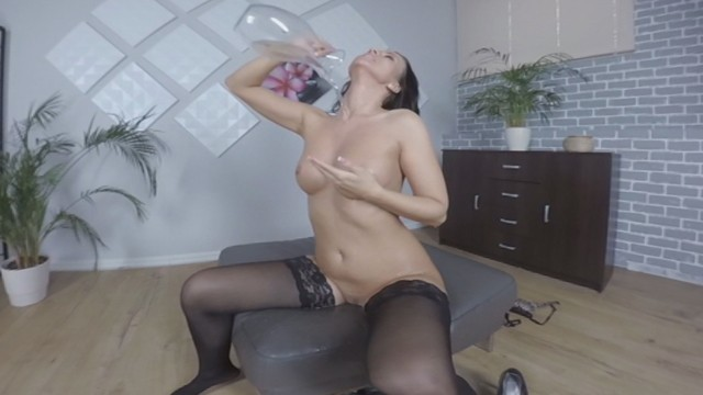 Peee hole porn Virtualpee - pissing in stockings - vr porn