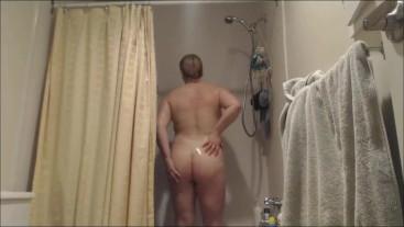 BBW Shower Scene Voyeur