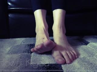 Barefoot Ignore – Foot Fetish Voyeur Humiliation
