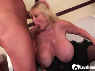 Blonde in stockings gets a hardcore slamming