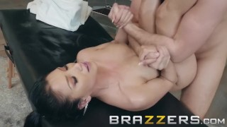 Brazzers - Vicki Chase loves massages and big cock
