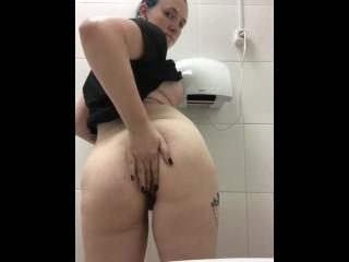 Quick Public Masturbation with fingers in the store toilet