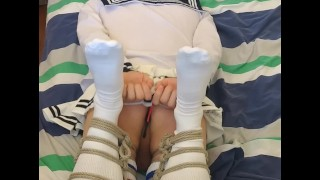 tightly bundled femboy cums without touching