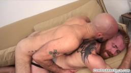 Tattooed ginger cums after bareback analsex