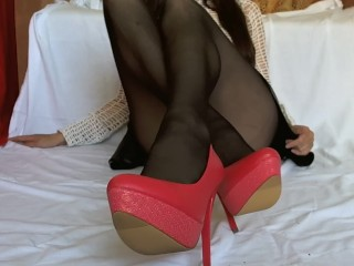 Footjob in pantyhose without panties