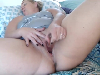 Horny Milf Fucks herelf w/ Glass Toy & Squirts