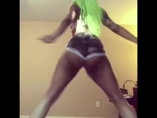 Ebony Hoes Twerking for Young Ace Bad Ass