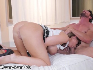 Blonde Big Tit MILF Brooklyn Chase & Big Dick Daddy Tommy Gunn