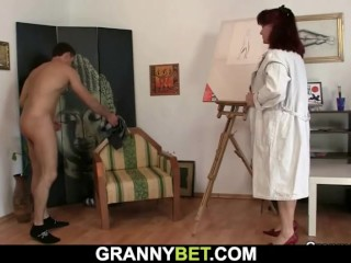 Old paintress enjoys his young dick