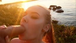 gran sborrata in faccia in riva al mare al tramonto