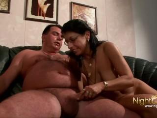 Auf Sex in stockings hausfrau masturbiert