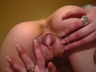 Ass & Pussy Tease With Lotion - Liz Lovejoy - lizlovejoy.manyvids.com
