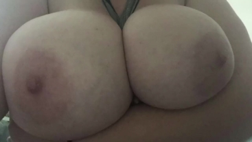 Huge Natural Tits! BigTittyKillua (Quick boob play & slideshow)