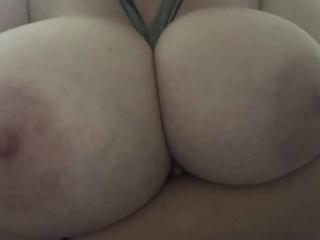 Huge Natural Tits! BigTittyKillua (Quick boob play & slideshow)