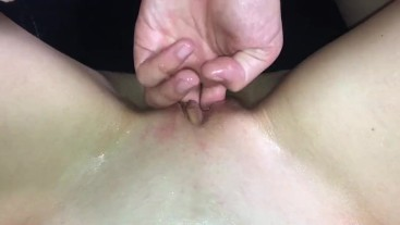 Amateur fucking oiled pussy