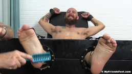 Bearded homo is a passionate feet tickle away from his limit