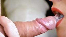 Eu dou um close do boquete e da enorme de porra na minha boca