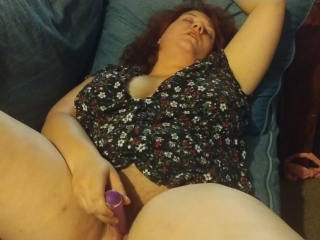 Housewife won't stop until she squirts!