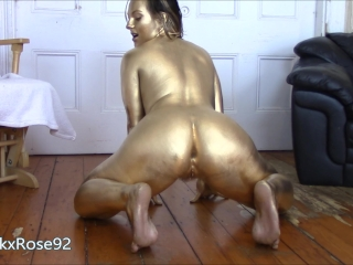 Gold Booty Shaking Twerking and Ass Clapping MILF