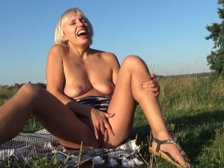 Incredible orgasm with squirting in the forest