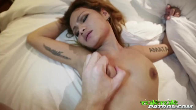 Tuk Tuk Patrol - Thai Babe Gets her Pussy (中出)creampied by Random White Cock