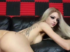 Kimber Veils uses large clear glass toy in her ass