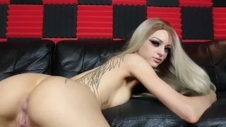 Kimber Veils uses large clear glass toy in her ass Car play