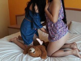 Insegnare a mia sorella a giocare con il mio orsacchiotto