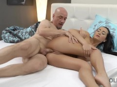 OLD4K. Old man and slim girl enjoy passionate morning fuck in bed